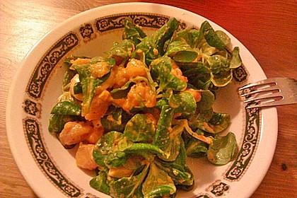 Frischer Feldsalat mit gedämpftem Butternutkürbis und Champignons (Bild)