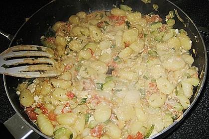 Gnocchi - Zucchini - Pfanne mit Schafskäse 79