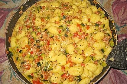 Gnocchi - Zucchini - Pfanne mit Schafskäse 46