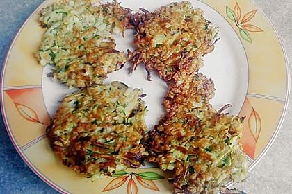 Zucchini-Reibekuchen 24