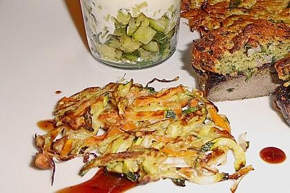 Zucchini-Reibekuchen 23