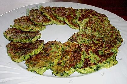 Zucchinipuffer mit Schafkäse - Dip 3