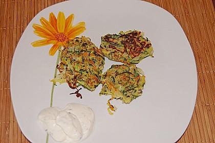 Zucchinipuffer mit Schafkäse - Dip 1