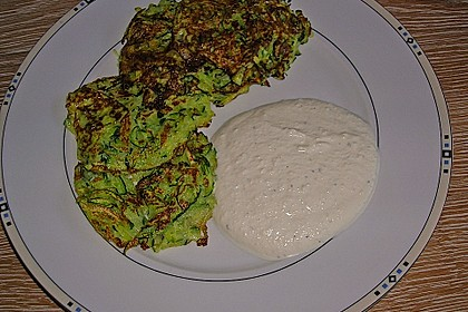 Zucchinipuffer mit Schafkäse - Dip 10