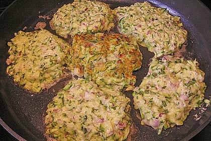Zucchinipuffer mit Schafkäse - Dip 9