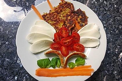 Zucchinipuffer mit Schafkäse - Dip