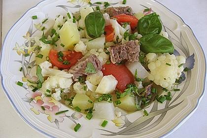 Rindfleischeintopf mit Tomaten, Sellerie und Kohlrabi