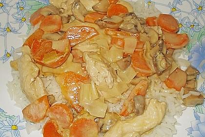 Hähnchengeschnetzeltes mit Champignons und Möhren (Bild)