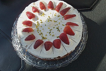 Erdbeer - Joghurt - Sahne - Torte 22