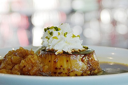 Crème caramel mit Apfelkompott