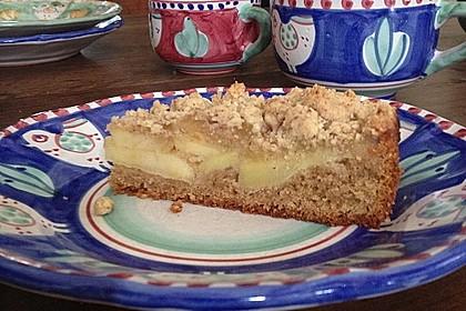 Saftiger Apfelkuchen mit Mandel - Zimt - Streuseln 3