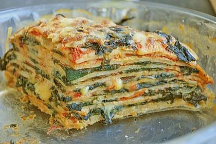 Pfannkuchen-Torte mit Spinat und Käse 3