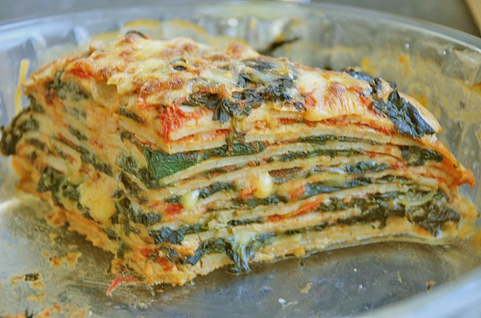 Pfannkuchen Torte Mit Spinat Und Kase Von Koelkast Chefkoch De