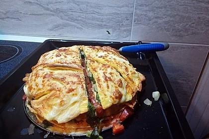 Pfannkuchen-Torte mit Spinat und Käse 22