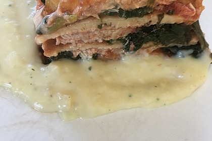 Pfannkuchen-Torte mit Spinat und Käse 34
