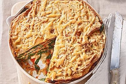 Pfannkuchen-Torte mit Spinat und Käse
