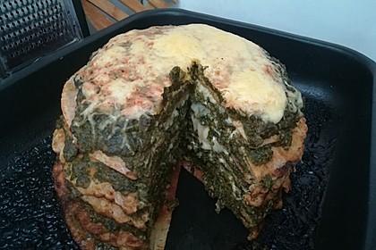 Pfannkuchen-Torte mit Spinat und Käse 36