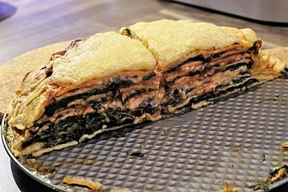 Pfannkuchen-Torte mit Spinat und Käse 13