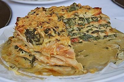 Pfannkuchen-Torte mit Spinat und Käse 10