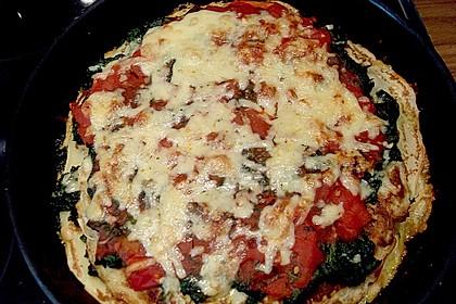 Pfannkuchen-Torte mit Spinat und Käse 30