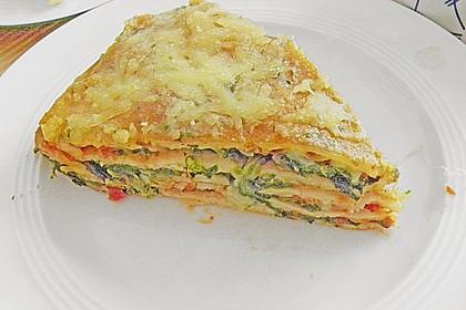 Pfannkuchen-Torte mit Spinat und Käse 15