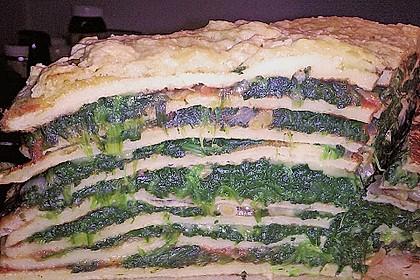 Pfannkuchen-Torte mit Spinat und Käse 18