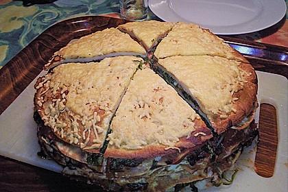 Pfannkuchen-Torte mit Spinat und Käse 11