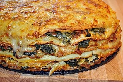 Pfannkuchen-Torte mit Spinat und Käse 1