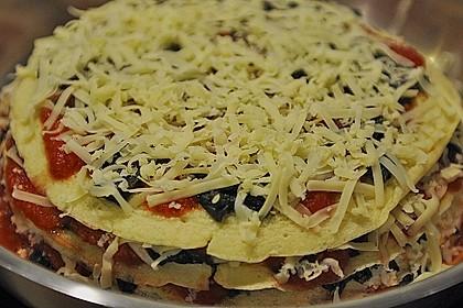 Pfannkuchen-Torte mit Spinat und Käse 23