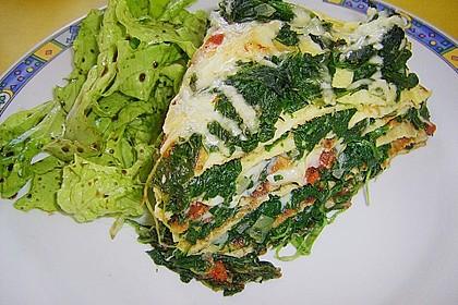 Pfannkuchen-Torte mit Spinat und Käse 9