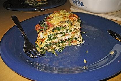 Pfannkuchen-Torte mit Spinat und Käse 7