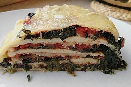 Pfannkuchen-Torte mit Spinat und Käse 19