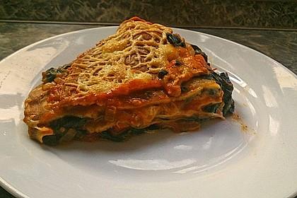 Pfannkuchen-Torte mit Spinat und Käse 28