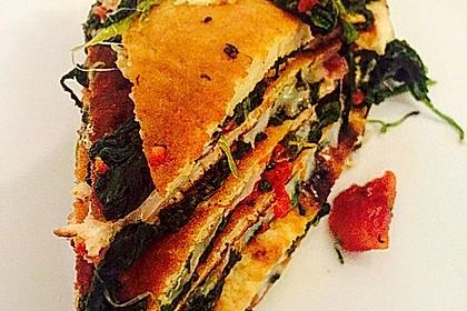 Pfannkuchen-Torte mit Spinat und Käse 14