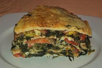 Pfannkuchen-Torte mit Spinat und Käse 16