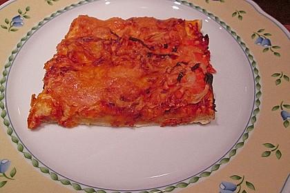 Knusprig dünne Pizza mit Chorizo und Mozzarella 53