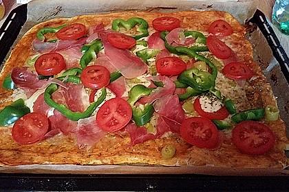 Knusprig dünne Pizza mit Chorizo und Mozzarella 40