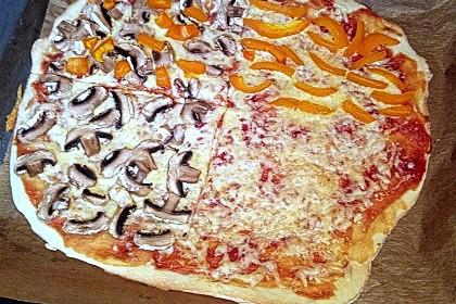 Knusprig dünne Pizza mit Chorizo und Mozzarella 54