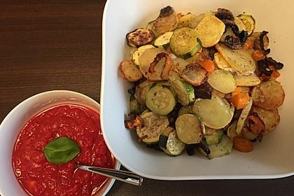 Mediterranes gebackenes Gemüse mit Joghurt - Tomatensauce 39