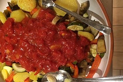 Mediterranes gebackenes Gemüse mit Joghurt - Tomatensauce 41