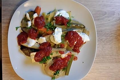 Mediterranes gebackenes Gemüse mit Joghurt - Tomatensauce 25
