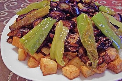 Mediterranes gebackenes Gemüse mit Joghurt - Tomatensauce 11