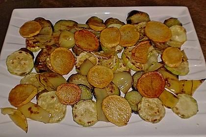 Mediterranes gebackenes Gemüse mit Joghurt - Tomatensauce 32