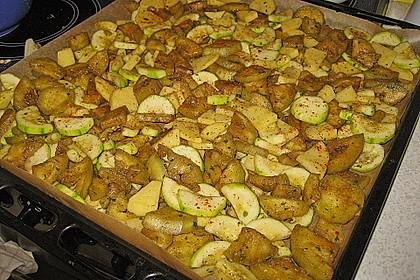 Mediterranes gebackenes Gemüse mit Joghurt - Tomatensauce 30