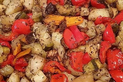 Mediterranes gebackenes Gemüse mit Joghurt - Tomatensauce 16