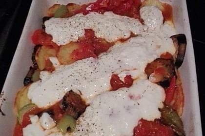 Mediterranes gebackenes Gemüse mit Joghurt - Tomatensauce 37
