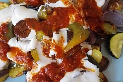 Mediterranes gebackenes Gemüse mit Joghurt - Tomatensauce 10
