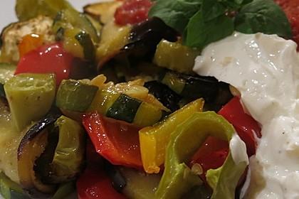 Mediterranes gebackenes Gemüse mit Joghurt - Tomatensauce 5