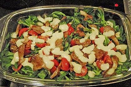Überbackener Mozzarella auf Feldsalat