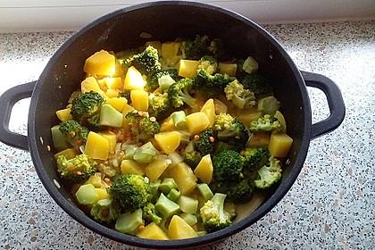 Kartoffel-Brokkoli-Curry mit Kokosmilch 11
